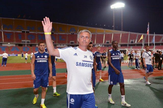 Mourinho waving to CFC FANS