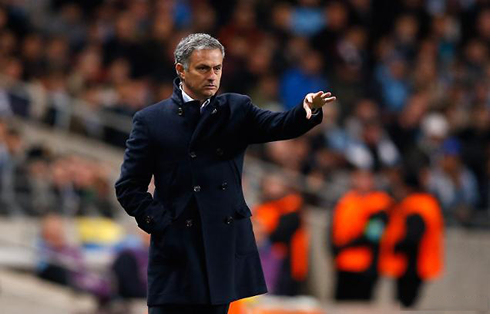 cristiano-ronaldo-593-jose-mourinho-passing-instructions-to-the-pitch-in-manchester-city-vs-real-madrid-2012-2013