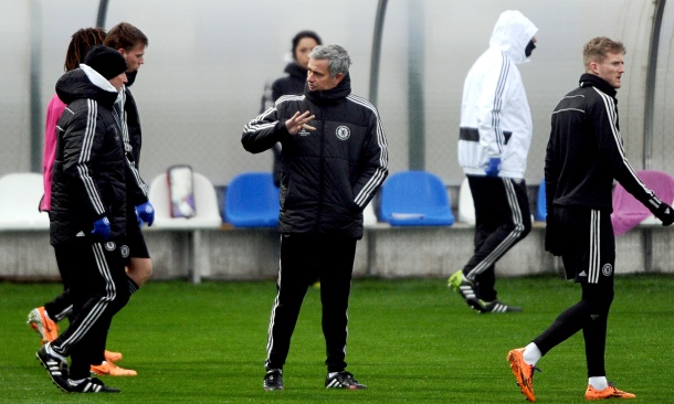 Chelsea's José Mourinho oversees a training session before the Champions League tie with Galatasaray