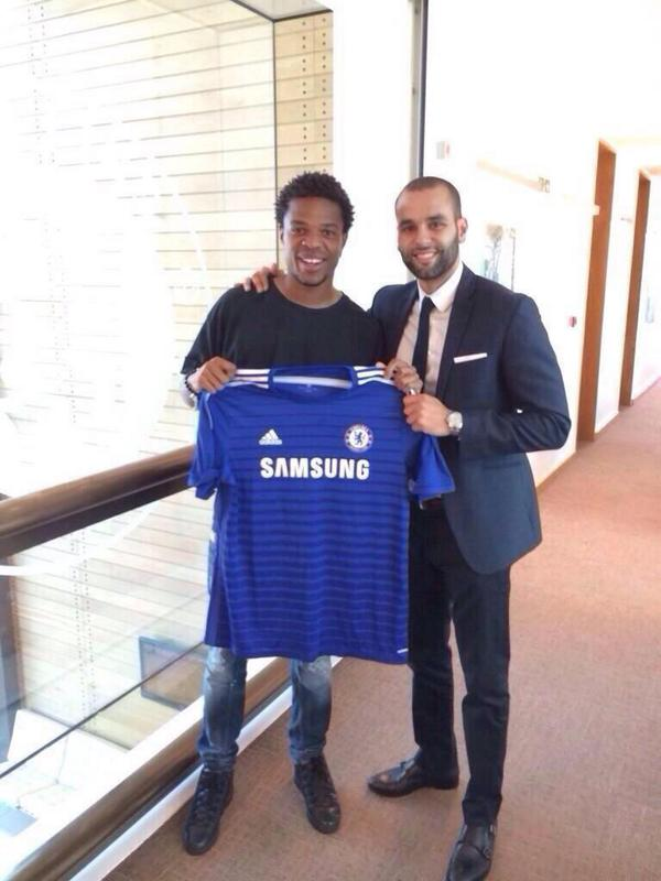 Even before chelseafc.com made the official announcement, this picture was doing its rounds on Twitter